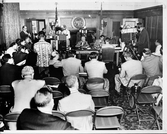 Spectators and media personnel at hearing on Hyperion sewer plant, Los Angeles, 1951
