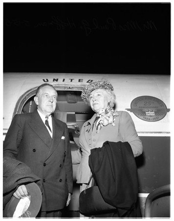 Hoffman returns home (airport), 1951