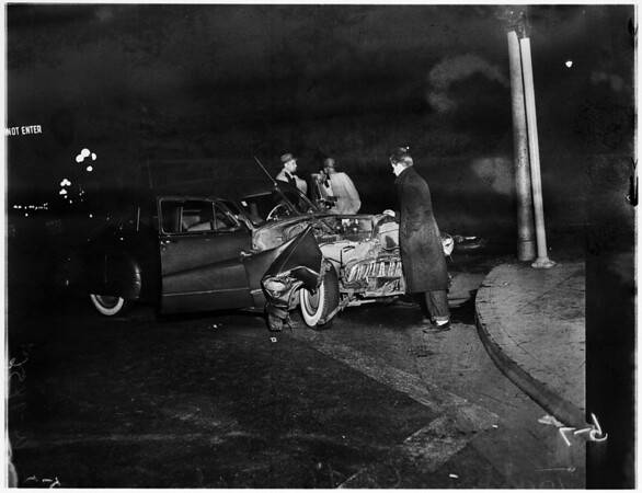 Auto accident at 6th Street and Central Avenue, 1952