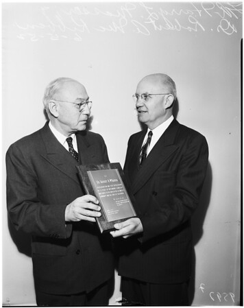 Chest Welfare Federation plaque presentation, 1952