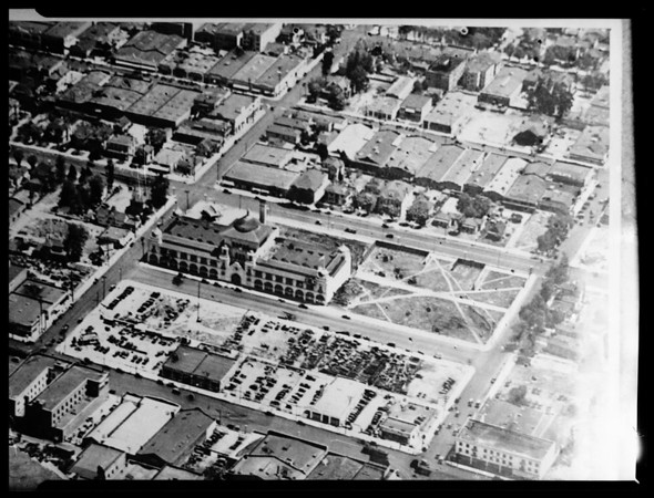 Air photo (ca.1919) of building before the building (1951) of Chamber of Commerce of the Case Hotel