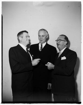 California fashion creators install officers, 1951