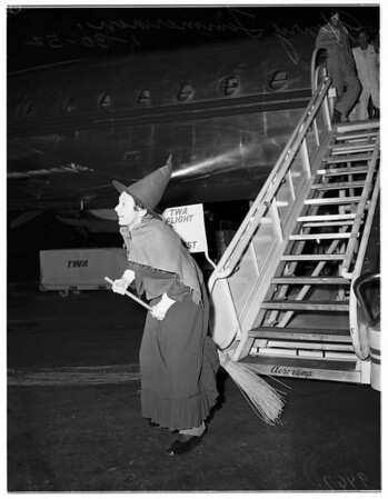 """Operatic singer arrives for """"Hansel and Gretel"""", 1952"""
