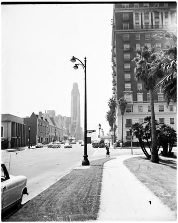New type light standard on Wilshire Boulevard, 1956