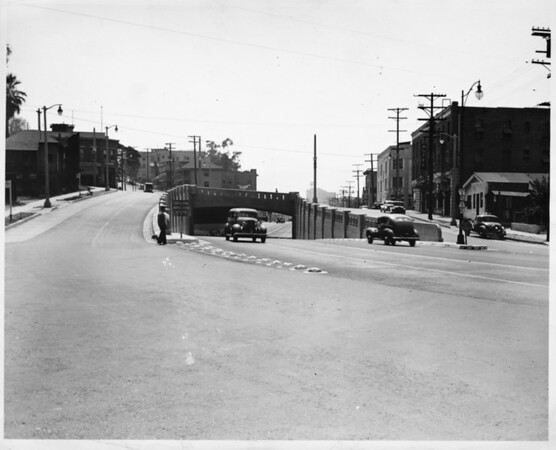 Intersection of Figueroa Street and Temple Street, facing south