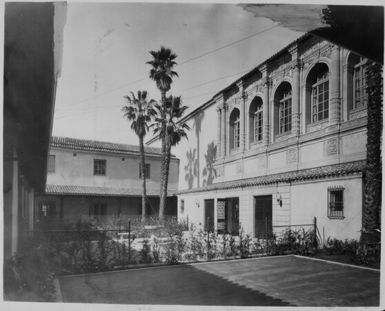 A view of the patio in the Pasadena Public Library, ca. 1930