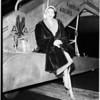 Yvonne De Carlo arrives, 1952