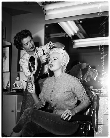 Jayne Mansfield at hairdressers, 1958