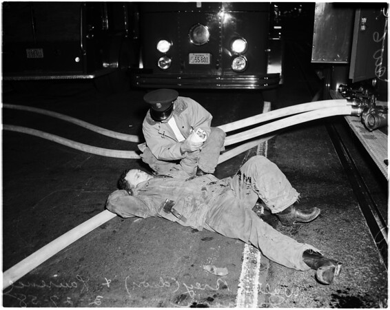 Fireman hurt in downtown fire (617 West 7th Street), 1958