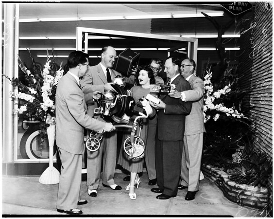 New Goodyear Service Store (Santa Monica, Wilshire Boulevard and 12th Street), 1952