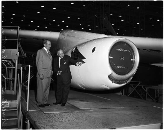 Inspect jet airliner, 1958