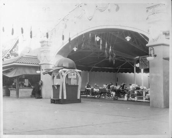 """View of the vacant """"Racing Derby"""" ride in the amusement park at Venice Beach, Venice, California, [s.d.]"""