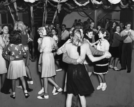 A dance is held for youths of the Overland Avenue School District, 1946