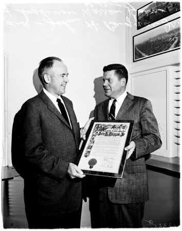 Dorn gives plaque, 1958