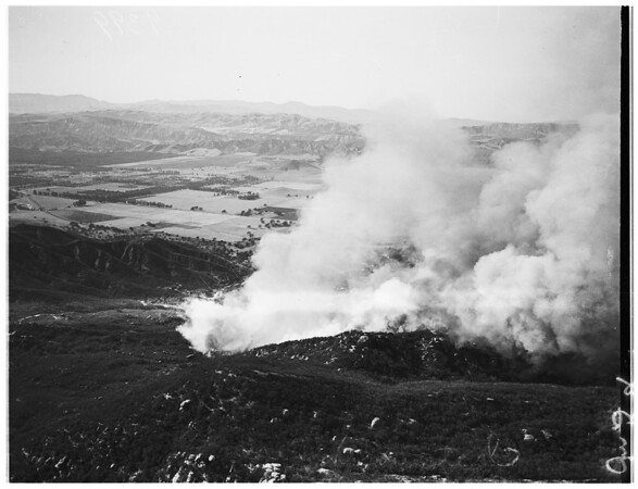 Brush fire in San Fernando Valley... Chatsworth fire, 1951