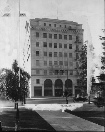 The Pasadena Furniture Company building, 1925