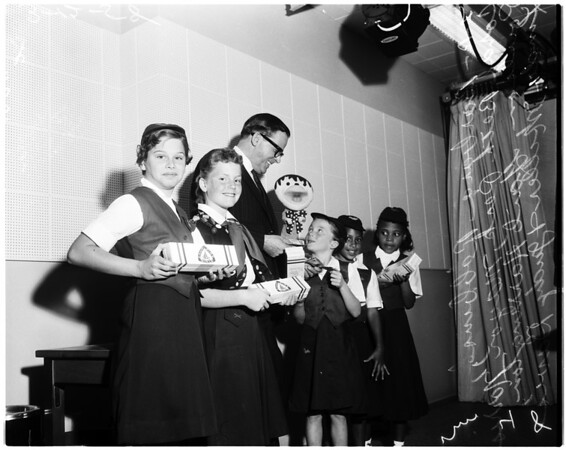 Camp Fire girls selling boxes of mint candy, 1958