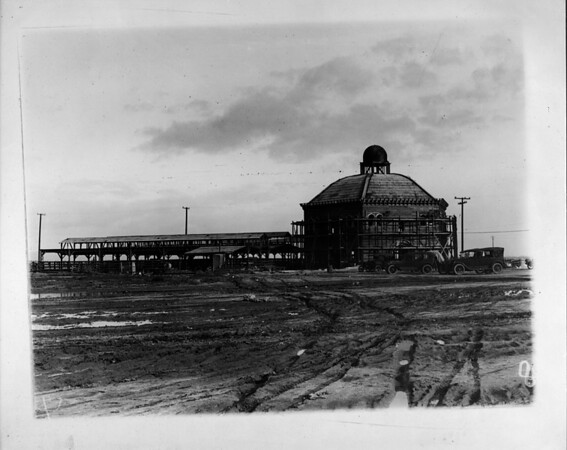 Long shot of the Union Stock Yards under construction, [s.d.]