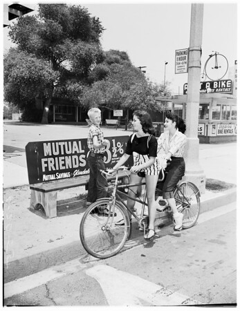 Bus strike can be fun, 1955