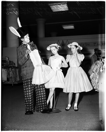 Downtown Business Men's Association gives prize for Easter, 1958.