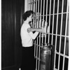Promise to wed in jail, 1952