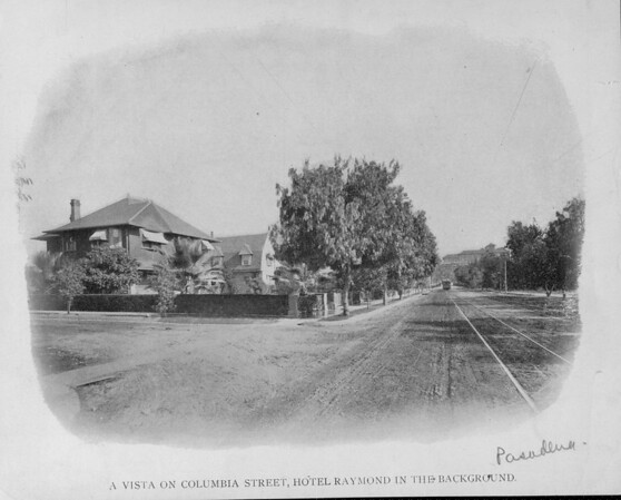 A vista on Columbia Street, Hotel Raymond in the background, Pasadena, [s.d.]