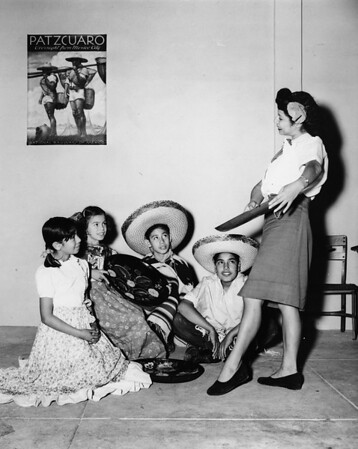 Maria Reyes performs A Dance of Old Mexico for four children, [s.d.]