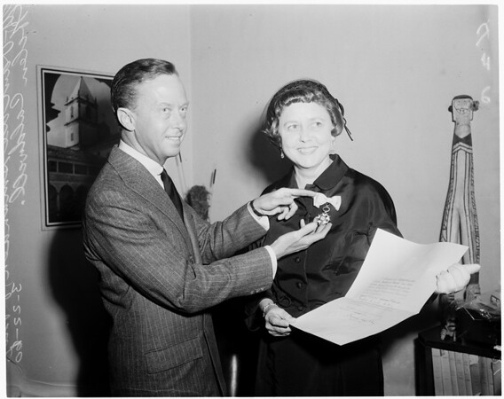 Receives Southern Cross award, 1960