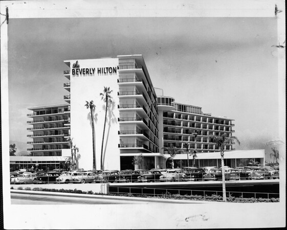 The Beverly Hilton hotel and a full parking lot
