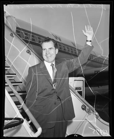 Nixon departs for Young Republicans Convention, 1961