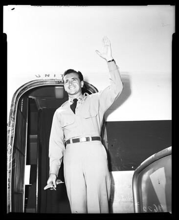 Arrives en route to Fort Sam Houston, 1952