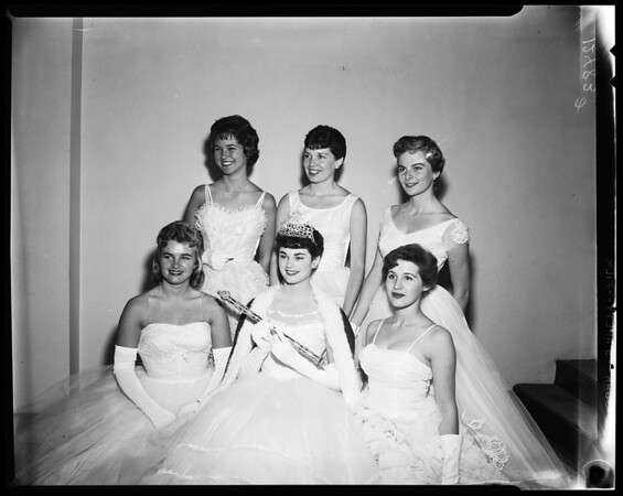 Loyola Queen and her court, 1959