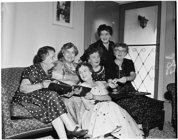 Sisters in reunion, 1957