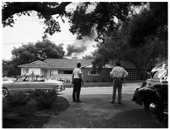 Verdugo City brush fire, 1951