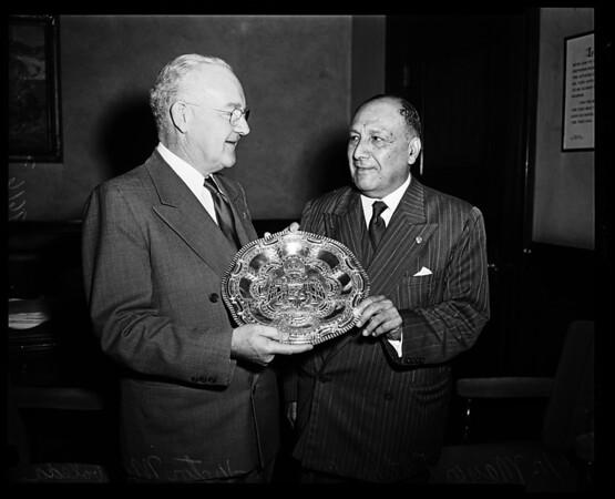 Peruvian Governor visits Mayor Bowron, 1952