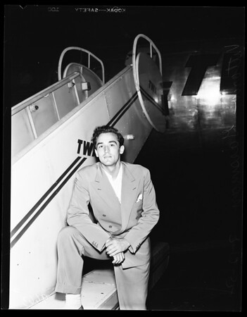 Shelly Winters husband leaves for Rome, 1952