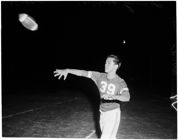 Football -- Young passing stars, 1960