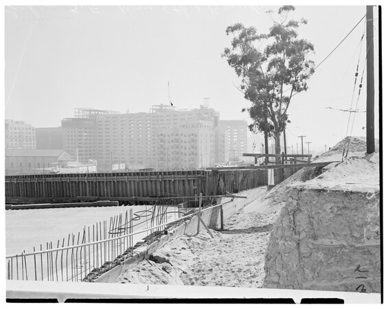 Harbor Freeway construction in downtown area, 1951