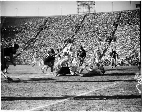 Football -- USC vs West Virginia,1959