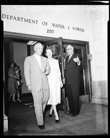 Couple retires from water and power, 1958
