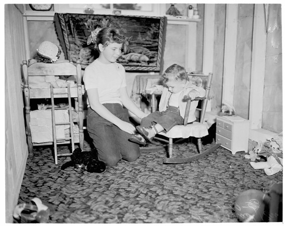 Blind children (visiting teachers aid mother in realizing child's needs), 1953