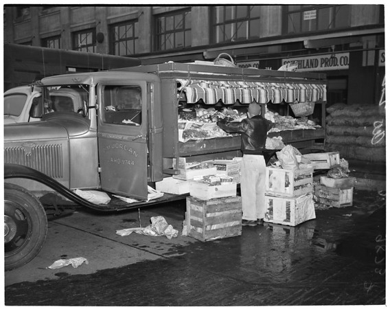 Vegetable market on Market Court, 1953