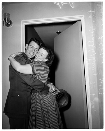 Pilot and mother reunited after 21 years, 1952
