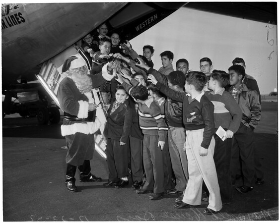 Christmas at the airport, 1952