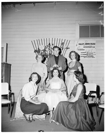 Valley College fiesta king and queen, 1953