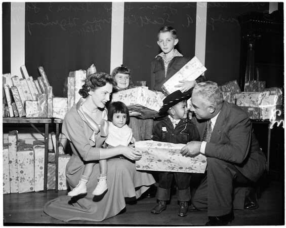 Moose Christmas party (Moose Hall), 1953