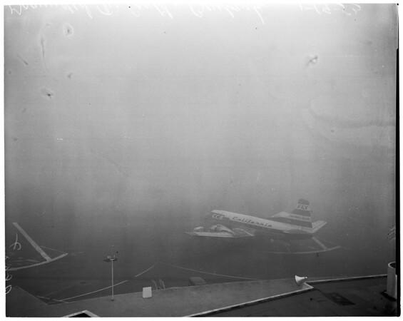 Fog cripples airport (Burbank), 1953