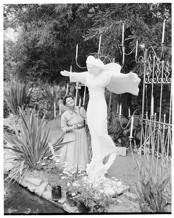 Madonna festival at Bel Air Hotel, 1953