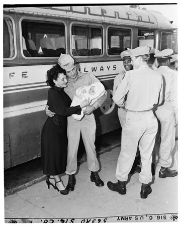 Army Reservists leave for camp, 1953