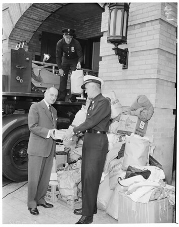 Chilean drive for earthquake victims (Hollywood Fire Station), 1960